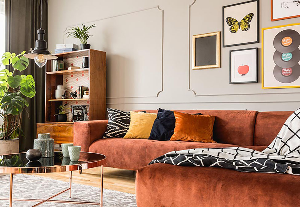 Luxurious drawing room with colorful walls and sofa set.